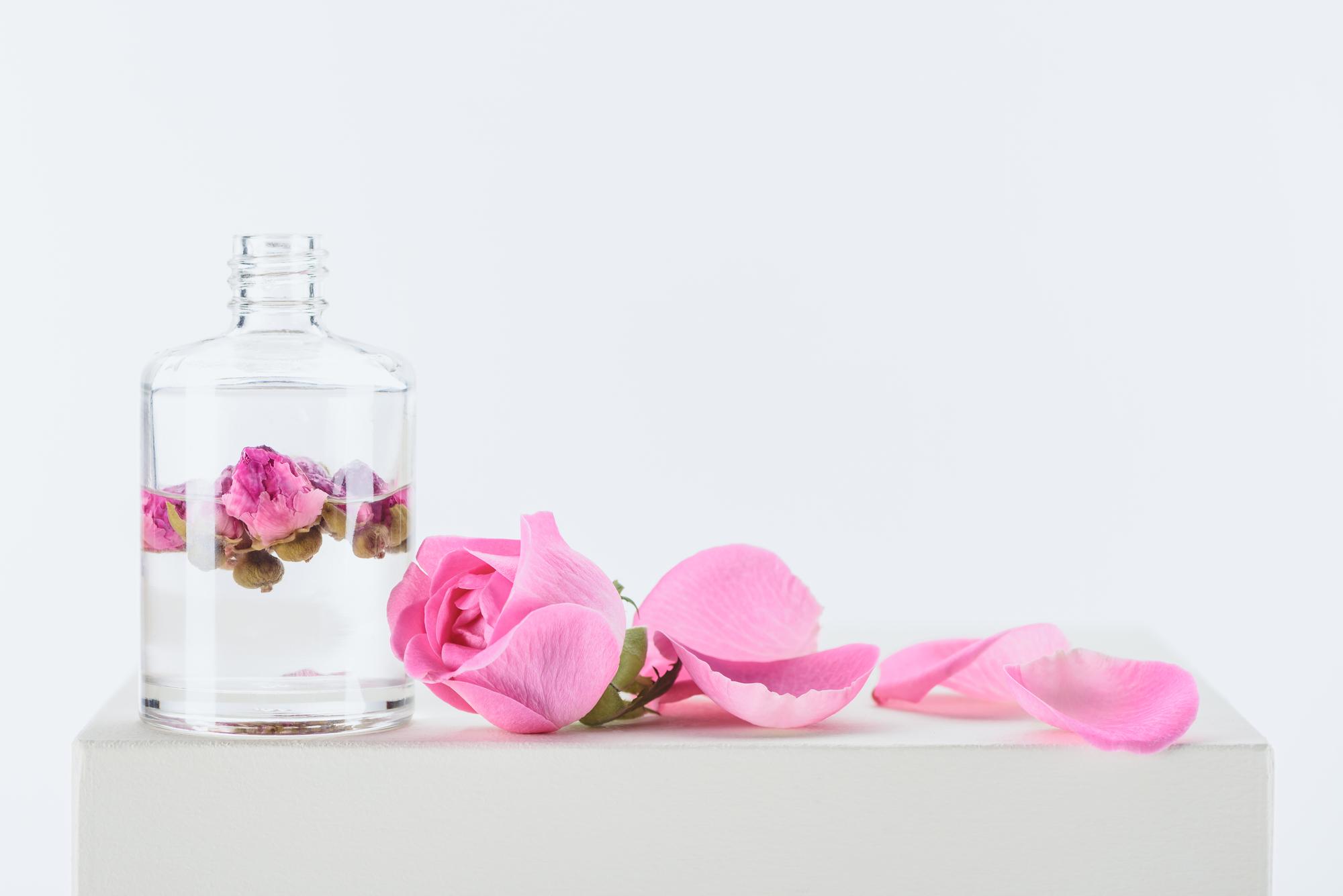Hervorragend Rosenwasser: 8 Wirkungen + 4 Tipps zur Anwendung » gesundfit.de XE16